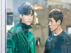 "Lee Jong Suk And Shin Jae Ha Show Some Brotherly Love In New Stills For ""While You Were Sleeping"""