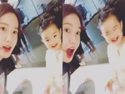 Girls' Generation's YoonA Adorably Plays With So Yi Hyun's Daughter
