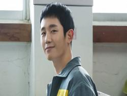 "Jung Hae In Embodies Charisma In Stills For ""Prison Playbook"""