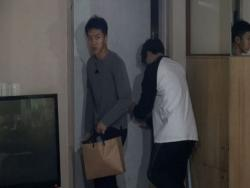 "Lee Seung Gi Makes Daring Escape From Jeon In Kwon In ""Master In The House"""