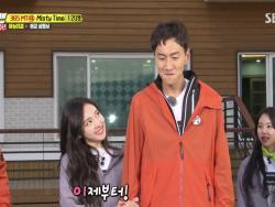 "Watch: TWICE's Aegyo Makes Lee Kwang Soo Want To Change His Name On ""Running Man"""