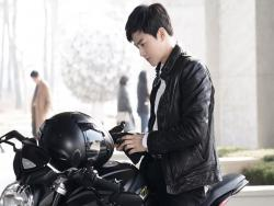 "EXO's Suho Flirts With His Bad Boy Side In New ""Rich Man, Poor Woman"" Stills"