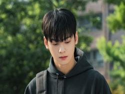 ASTRO's Cha Eun Woo Transforms Into Aloof College Student For Upcoming JTBC Drama
