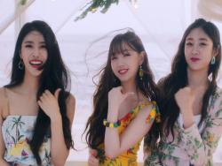 "Watch: Lovelyz Takes On Summer In MV For New Single ""Wag-Zak"""