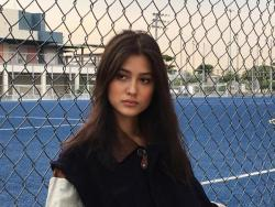 "Maureen Wroblewitz reacts to ""weird"" comment on her pineapple photo"