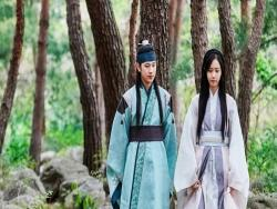 "Im Siwan And YoonA Make A Beautiful Couple In ""The King Loves"" Preview Stills"