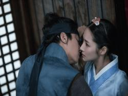 """Queen For 7 Days"" Teases Potential Kiss Scene Between Yeon Woo Jin And Park Min Young"